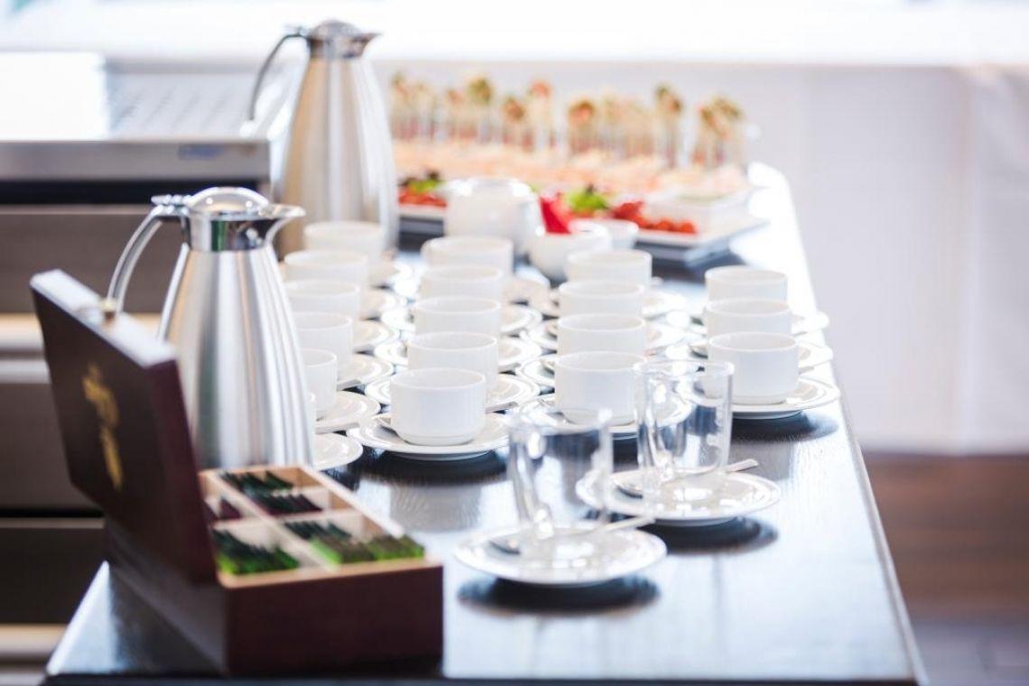 FRÜH Lounge Kaffee- und Tee Pause mit Gebäck und genug Raum für gute Gespräche