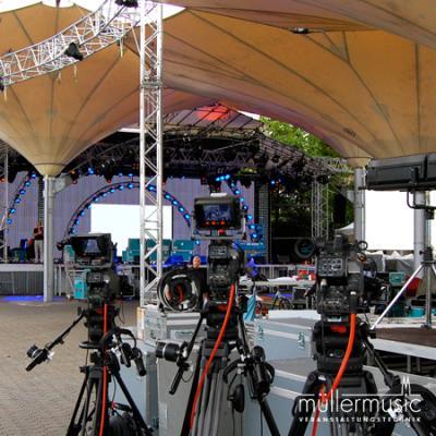 Event Full-Service Vorbereitung einer Open-Air-Veranstaltung im Tanzbrunnen Köln. Auch hier haben wir das gesamte Spektrum der Eventtechnik zu einem runden Event zusammengeführt. Weitere Infos finden Sie auf www.muellermusic.com
