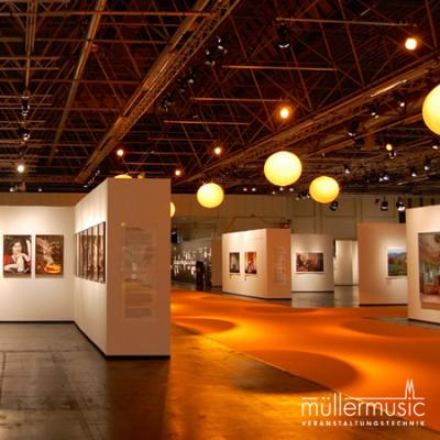 Ausstellung Großflächige Inszenierung einer Fotoausstellung im Rahmen der photokina auf der Koelnmesse. Weitere Infos finden Sie auf www.muellermusic.com