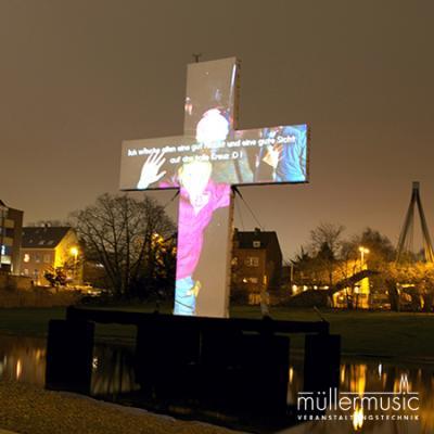 Interaktive + multimediale Installation in Mönchengladbach. Interaktive + multimediale Installation in Mönchengladbach. Jeder Passant war hier eingeladen seine persönliche Botschaft über eine interaktive App und per Projektion auf dem Kreuz zu veröffentlichen. Weitere Infos finden Sie auf www.muellermusic.com