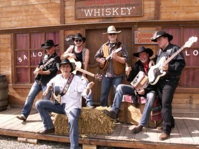Maverick's Country Music Show  Träumen Sie sich zurück in die Zeit von Elvis Presley und Johnny Cash, schwitzen Sie bei den großen Sommerhits der Bellamy Brothers und Beach Boys, oder rocken Sie mit CCR und Garth Brooks, und wundern sich, dass auch Mathias Reim und Udo Jürgens Songs im Country Rock Style richtig gut klingen.
