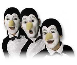 Pinguine Sie brechen das Eis jeder Veranstaltung Gute Laune steckt an und auf diesem Gebiet ist unser Antarktis-Trio eine wahre Epidemie. Auch wenn sie der menschlichen Sprache nicht mächtig sind, ist Kommunikation kein Problem für sie, denn Pinguinisch ist international. Bereits im Eingangsbereich sorgen die Pinguine durch ihre frech-freundlich-lustige Art für heitere Stimmung und ungezwungene Atmosphäre und auch im weiteren Verlauf der Veranstaltung sorgt ihr Geschnatter und ihre offensive Art für allerlei Turbulenzen und Aufregung. Mit unterkülter Antarktisatmosphäre hat dies jedenfalls nicht viel gemein. INFO: Nonverbaler Walkact. Es wird  über den pinguinischen Einsatz der Stimme kommuniziert. Ausschließlich im Trio einsetzbar. Sowohl als Walkact sowie als Kombination aus Walkact und Kurzprogramm möglich  Einsatz: universell