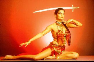 Showkünstlerin Tanz Tiere Feuer Magie