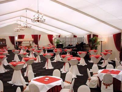 Container & Zelte Temporäre Einrichtung von Büro-, Schlaf- und Garderobenräumen sowie Gastronomie- und Veranstaltungs-Locations