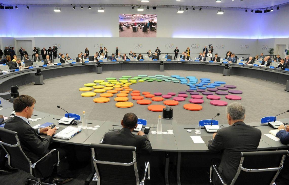 Referenz: G20-Gipfel in Argentinien Brähler Convention durfte dieses Gipfeltreffen mit erstklassiger und zuverlässigster Konferenztechnik aus unserer hauseigenen Entwicklung und Produktion ausstatten. Über 40 Dolmetscherkabinen, 200 Brähler DIGIMIC32 Konferenzmikrofone, 1.800 Infrarotempfänger und somit insgesamt 20 Tonnen an Konferenztechnikmaterial waren in Argentinien im Einsatz.