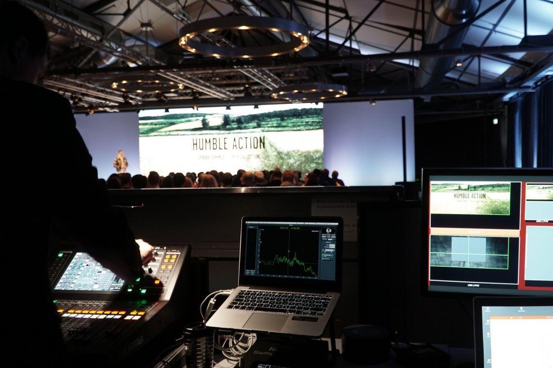 Referenz: Camel Active, Berlin Brähler Convention  sorgte als langjähriger Veranstaltungstechnikpartner von camel active für modernste Beschallungstechnik, Mikrofontechnik, Dolmetschertechnik, Videotechnik, Lichttechnik sowie für das passende Bühnensetting.