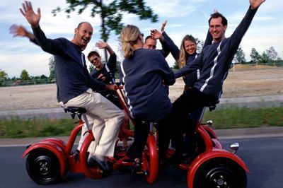 """Unser Cologne Conference Bike ist der ultimative Gruppenspaß auf drei Rädern Unser Cologne Conference Bike ist der ultimative Gruppenspaß auf drei Rädern. Als Stimmungsmacher ist es ideal für Aktionen / Events in der Öffentlichkeit, auf Festen oder einfach um der Welt zu zeigen """"wir haben Spaß!""""."""