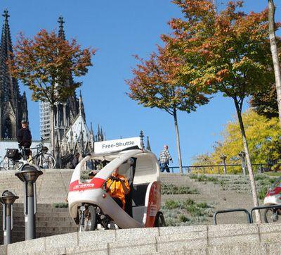 Rikscha-Köln-Direktfahrten A - B Von Haustür zu Haustür charmant, galant und mit Pfiff! Gehen Sie's langsam an: wir fahren Sie von A nach B und auch nach Z ... Hauptsache Köln. Mit unserer Köln-Direkfahrt fahren wir Sie auf dem direkten Weg ans Ziel. Umwegfahrten auf Anfrage möglich. Wartezeiten werden extra berechnet.
