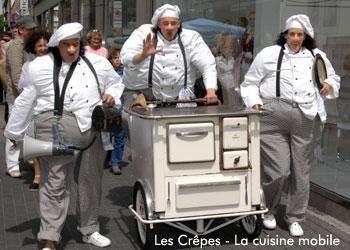 """Ensemble Kroft – """"Les Crêpes"""" Die Brüder Jean-Luc Püpü, Jacques le frère und Jules Arielle sind dreieiige  Drillinge und entstammen einer über 500 jähriger Familientradition. Und so machen sie auf ihrem alten Herd, was Maman ihnen mit auf den Weg gegeben hat: """" Les Crêpes traditionelle! """"."""