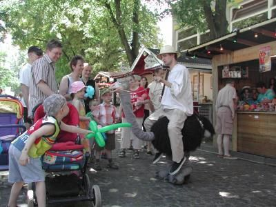 Claus, der Strauß Auch Claus, der Strauß, ist bei Groß und Klein besonders beliebt.