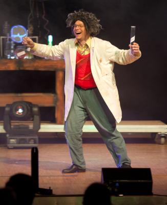 Der verrückte Professor Mit magischen Experimenten kennt sich der verrückte Professor bestens aus.