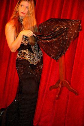 Zauberin die singt, steppt und moderiert! Zweimal prämiert bei Deutsche Meisterschaften für Zauberei!  Stefanie Rummel, www.One-Woman-Show.de