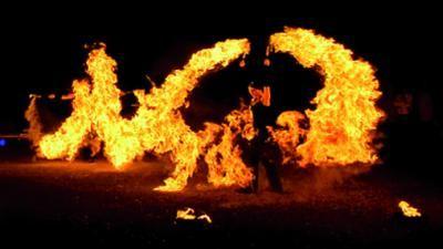 FIREDANCE Atemberaubende Feuershow im Zeichen Elements in Concert  Mit Elements in Concert erleben die Gäste die Elements Feuer, Wasser, Erde und Luft in einer faszinierenden Performance. Die Show entführt den Zuschauer in traumgleiche Welten und knüpft gleichzeitig an das aktuelle Thema Umwelt & Nachhaltigkeit an.