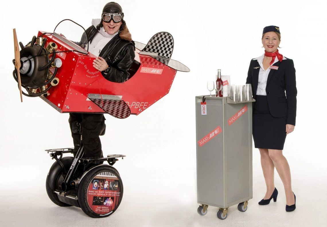 Max der Buschpilot & Frollein Sonja - ROLL-ACT Immer bodenständig und nie abgehoben! Der Pilot kann allein, oder gemeinsam mit seiner PS (= professionelle Saftschubse) gebucht werden.