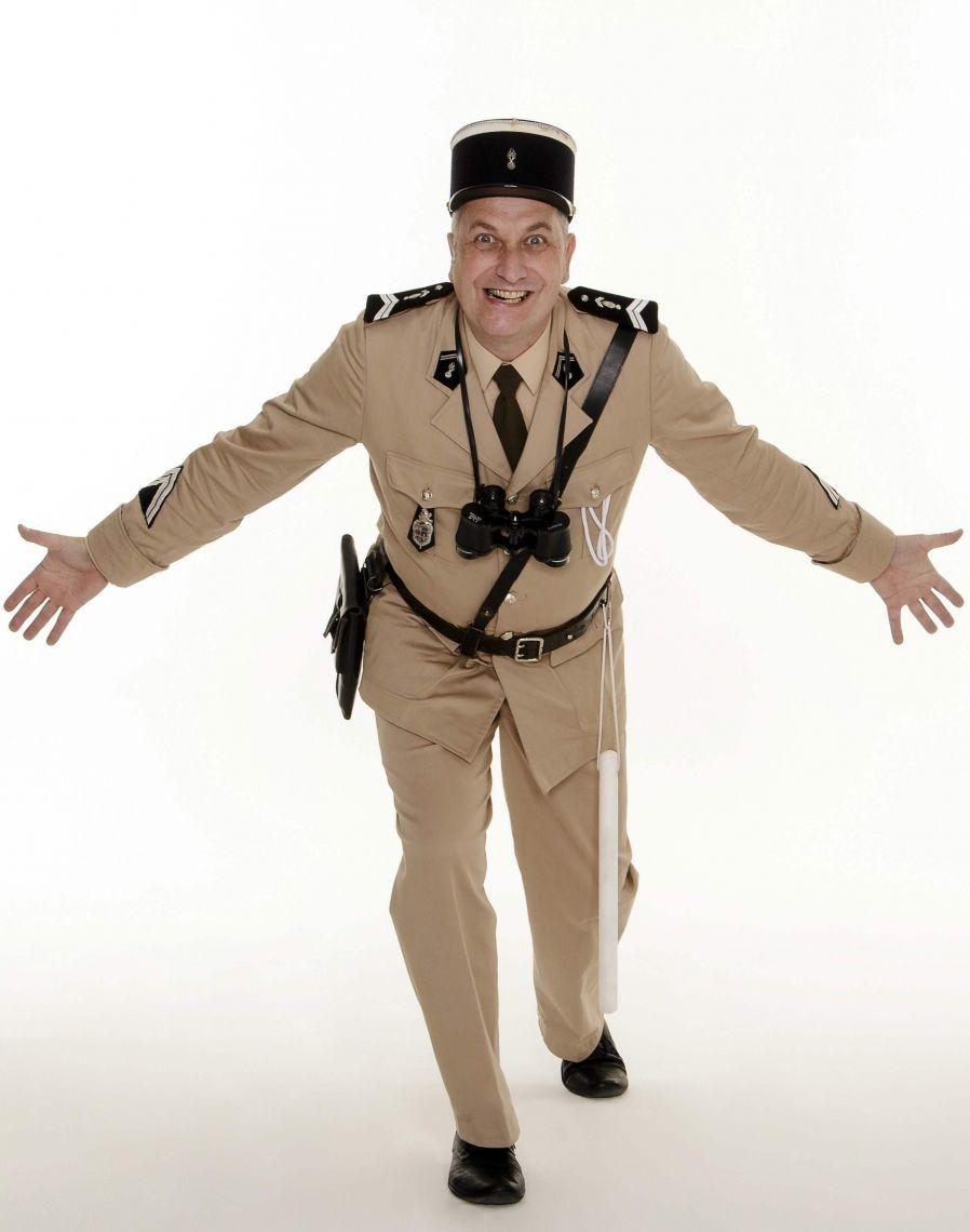 """le gendarme François Cruchot - WALK-ACT / ROLL-ACT Eine Hommage an Louis de Funès - bien sûr en français. Mit François Cruchot wird die Figur des »Ludovic Cruchot«, als charmant-cholerischer Gendarme aus den berühmten """"Gendarme de Saint-Tropez""""-Kult-Filmen, wieder lebendig!"""