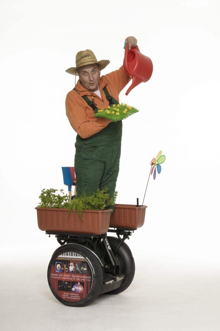 Gustav der schnelle Gärtner - ROLL-ACT Eine mobile Kräuterkunde mit außergewöhnlichen Kräutern zum probieren .