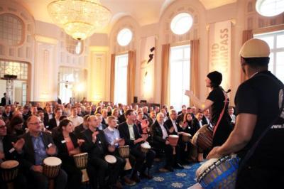 Trommelnde Kunden ... Musiker in Aktion