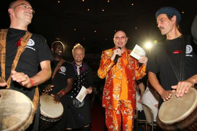 Eröffnung der Aids-Gala 2010 - special Performance Drum Cafe unterstützte am 02. Juli 2010 im Maritim Hotel Köln mit 1.800 Trommeln das Gemeinschaftsgefühl für den Kampf gegen HIV und AIDS als Künstler im Abendprogramm der großen deutschen Aids-Gala