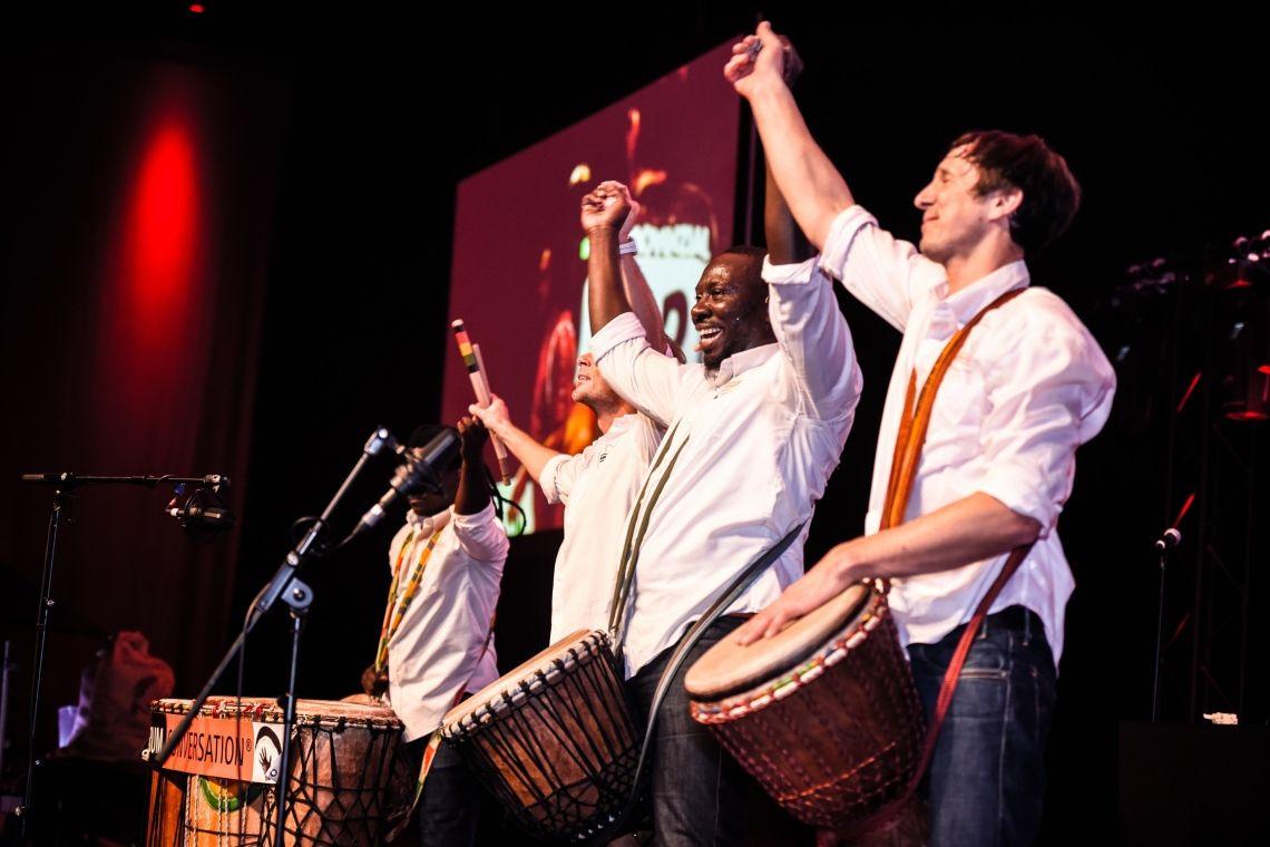 DRUM CONVERSATION Ensemble live auf der Bühne
