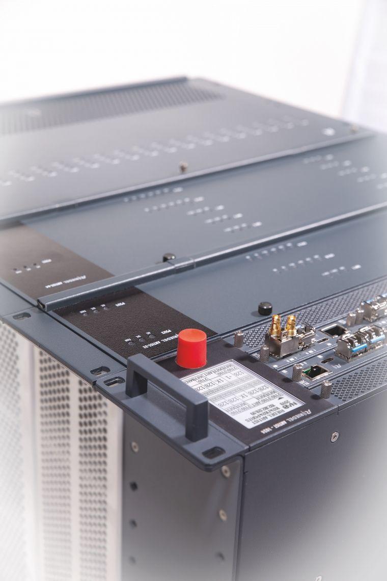 ARTIST-1024 Artist ist eine leistungsfähige Matrixplattform für den Einsatz als Intercom Matrix sowie zur Übertragung analoger und digitaler Audio- und TCP/IP Daten.