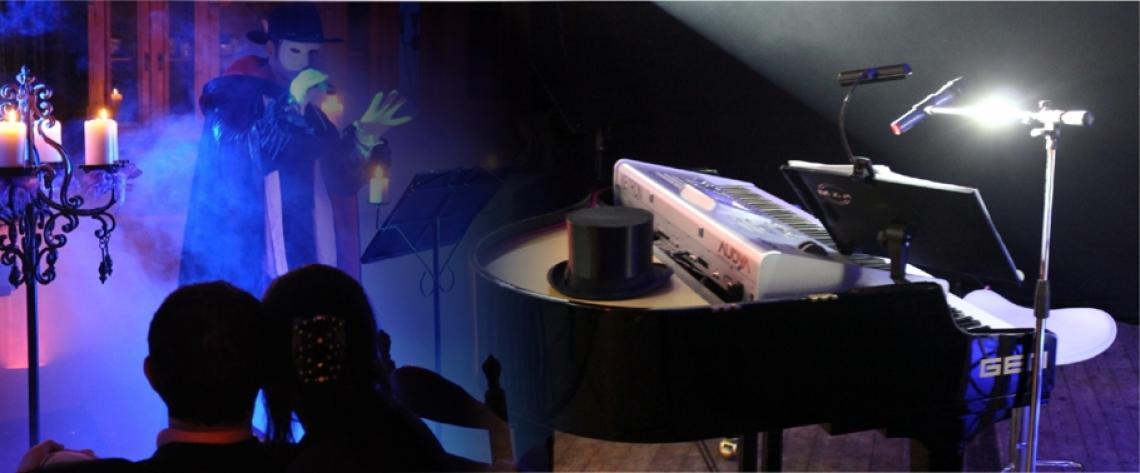 Christoph Alexander Livemusik & Show Christoph Alexander verführt Sie live am Flügel & Keyboard in ein leidenschaftliches Entertainment vielfältiger Art, ob dezente Loungemusik, swingende Unterhaltung oder chillige Grooves, ganz wie Sie möchten! Darüber hinaus erleben Sie mit ihm berührende wie mitreissende Showeinlagen! Auf Wunsch ist die Livemusik mit Zusatzmusikern (Git/Sax/Violin) oder Top-Sängerin erweiterbar!