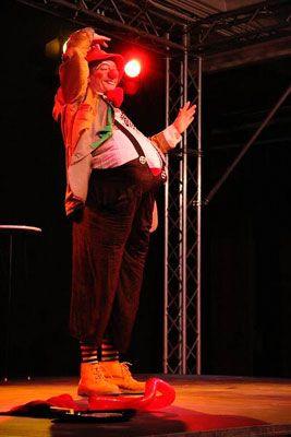 Clown Familien Programm Clowntheater ab 15 Minuten - Für Kinder und Erwachsene . Unsere Clowns sind ein Highlight für Ihre Veranstaltung. Besonders auf Hochzeiten, Firmenevents, Geburtstagen und Messen ist dies ein unterhaltsamer Programmpunkt. Je nach Wunsch bieten wir besinnlich-poetisches Clowntheater oder witzig-turbulente Szenen an, mit Jonglage oder Mitmach-Aktionen. (Mehrere Auftritte am Tag möglich). Wir gehen gerne auf unterschiedliche Themen der Veranstalter ein.