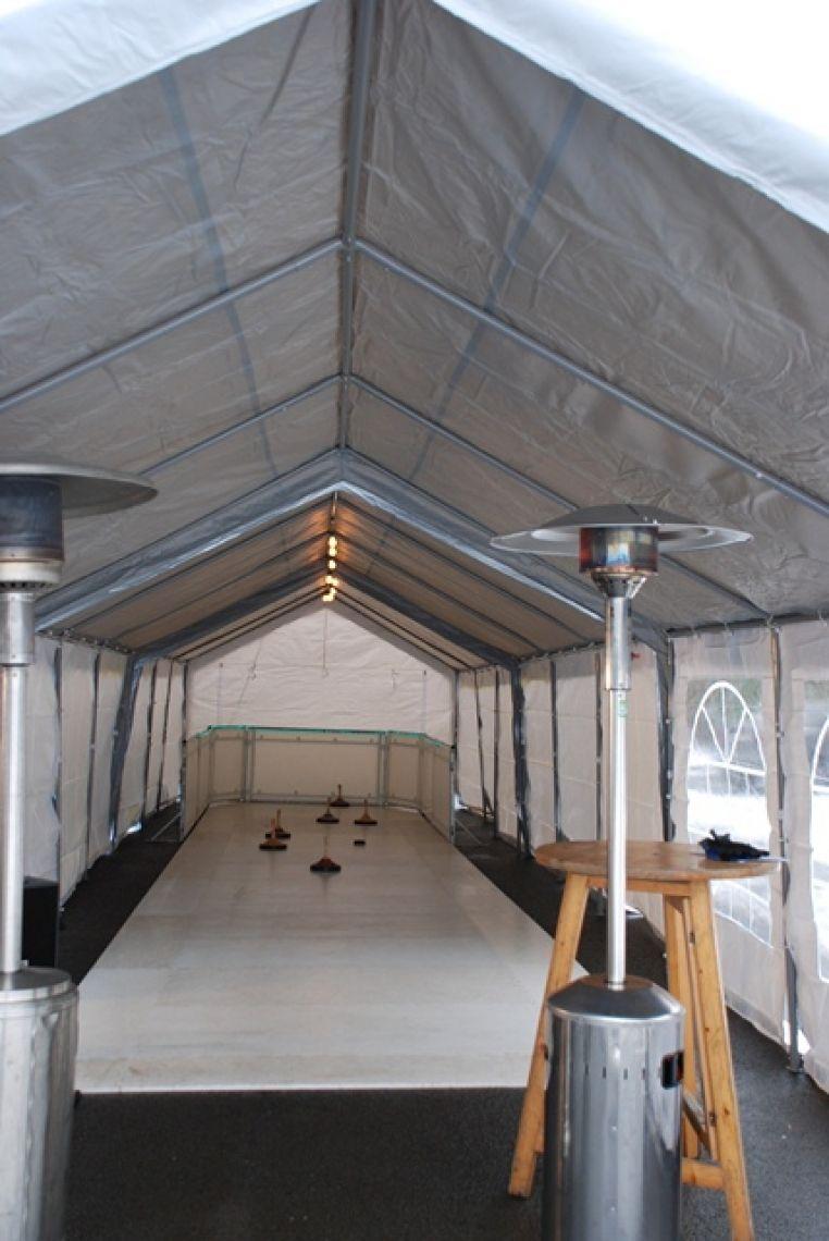 mobiel Eisstockbahn / Eisstockschießen / Lattl Gestell mobile Eisstockbahn Mit unserer mobilen Eisstockbahn (für In- und Outdoor) bieten wir Ihnen ein TOP Eventmodul das nicht nur im Winter sondern auch im Sommer das Highlight auf jeder Veranstaltung ist.  Wir bieten Ihnen unsere Eisstockbahnen in verschiedenen Größen an:  8 m x 2 m 10 m x 3 m 15 m x 4 m  Viele weitere Größen sind möglich, gerne bauen wir Ihnen eine Eisstockbahn ganz nach Ihren Wünschen auf. inkl. Eisstöcke, Spielanleitung, u.v.m. Geeignet von 8 – 90 Jahre (auch spezielle Kindereisstöcke sind möglich) Tolle Wettbewerbe mit hohem Publikumsdurchlauf und viel Spaß sind garantiert !  Jetzt auch mit Lattl-Gestell , das spannende Punktespiel lieferbar.