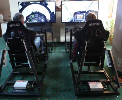 Full Motion Simulator / Rennsimulator / Virtual Reality Rennsimulator Rennsimulator in Perfektion!  Unsere Full-Motion-Rennsimulatoren katapultieren das Simulationsergebnis auf die nächste Ebene! Diese Simulatoren wurden speziell entwickelt, um ein realitätsgetreues Fahrgefühl zu vermitteln und höchsten Anforderungen gerecht zu werden.  Durch die einzigartige 6-Achsen-Bewegung fühlen Sie die Geschwindigkeit  und erleben die Rennstrecke mit allen Details in unserem Rennsimulator. Jede Bodenwelle, jeder Ritt über die Kerbs oder ein Abflug ins Kiesbett schütteln den Fahrer im Rennsimulator dabei durch. Während der Fahrt wirken Beschleunigungs-, Seiten-, und Fliehkräfte, was diesen Simulator zu einem echten Erlebnis macht. Noch realer ist nur die Nordschleife selbst!  Die Software ist eigens auf den Rennsimulator zugeschnitten und ermöglicht das Einstellen nahezu jeder Rennstrecke samt der von Ihnen gewünschten Fahrzeuge.  Ein weiteres besonderes Feature dieser Software ist die Möglichkeit der Einbindung Ihrer Werbung oder Ihres Logos ins Spiel als Plakat-, Banden- oder Brückenwerbung. Darüber hinaus kann der Rennsimulator selbstverständlich auch äußerlich gebrandet werden.  Freuen Sie sich auf begeisterte Reaktionen Ihrer Kunden, Freunde und Besucher und liefern Sie Rennsport in Vollendung! Unseren Full-Motion- Rennsimulator erhalten Sie als Einzel- oder Doppelmodul mit jeweils einem 47´´ LCD Screen.  Falls wir Sie immer noch nicht von der Faszination dieser Simulatoren überzeugen konnten, laden wir Sie gerne zu einer Probefahrt in unserem Hause ein!  Jetzt auch mit VR Brille HTC Vive