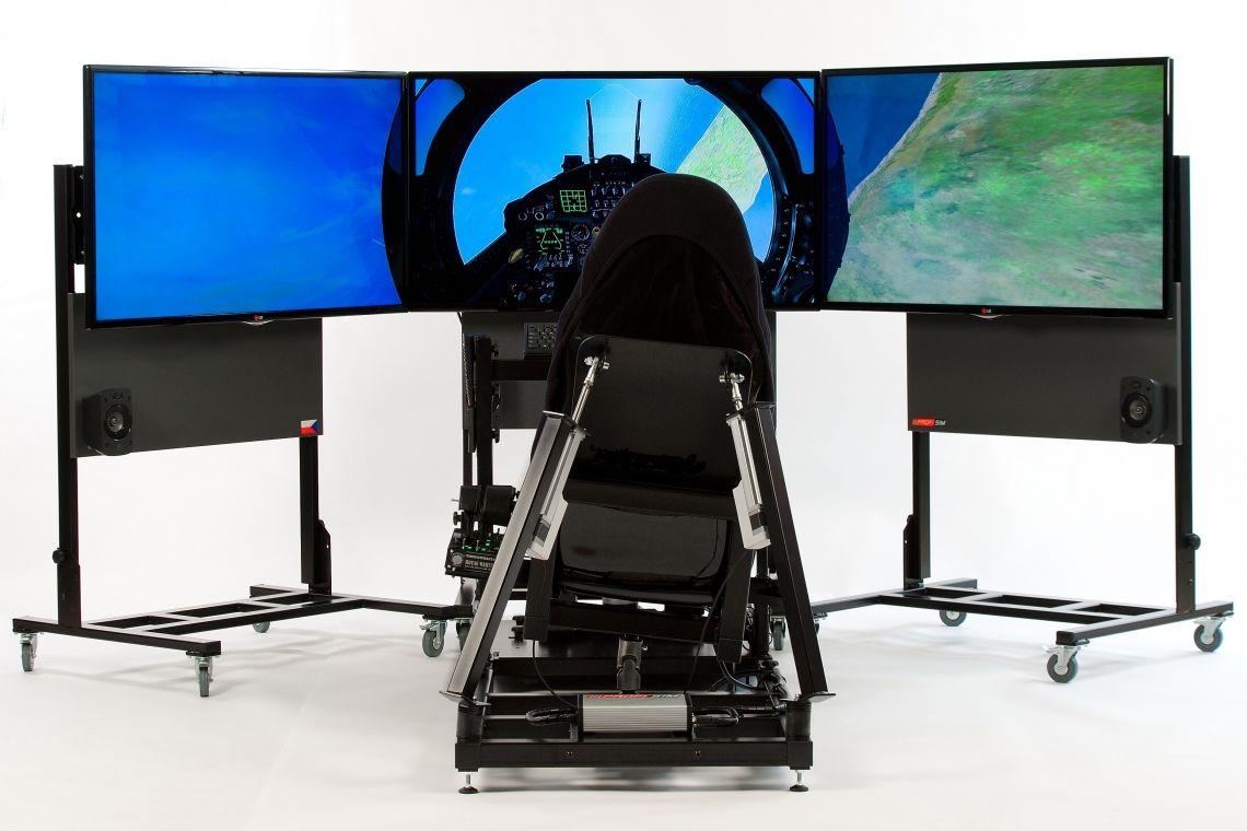 Full Motion Flugsimulator / full flight simulator  / Virtual Reality Flugsimulator Über den Wolken! Unser Full-Motion-Flugsimulator bietet ein realistisches Flugerlebnis für höchste Ansprüche. Die exklusive 2-Achsen-Bewegung simuliert die Flugzeugbewegung mit allen Facetten und gibt dem Benutzer das Gefühl der grenzenlosen Freiheit. Dieser speziell entwickelte Simulator lässt keine Wünsche offen. Sowohl Anfänger als auch erfahrende Piloten werden von der Full-Motion-Technologie begeistert sein. Das Flüggefühl wird durch die hochwertigen Steuerelemente und die detailliert dargestellten Landschaften abgerundet und komplettiert eine nahezu perfekte Simulation. Freuen Sie sich auf beeindruckte Reaktionen Ihrer Kunden, Freunde und Besucher!