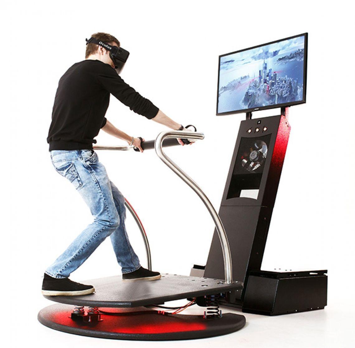 Virtual Reality Simulator / VR Simulator 5D Virtual Reality 5D Simulator Atemberaubende VR Action! Tauchen Sie ein in die Welt der Virtual Reality!  Mit unserem 5D Virtual Reality Simulator fahren Sie in einer rasanten Achterbahn, fliegen über zerklüftete Gebirge, stellen einen neuen Skisprungrekord auf oder fahren mit dem BMX durch einen Canon! Tauchen Sie ein in eine längst vergessene Welt mit gigantischen Dinosauriern oder fahren eine spektakuläre Rallye, alles ist möglich mit diesem fantastischen 5 D Simulator.  Die 360 Grad Rundumsicht, das bewegliche und vibrierende Podest inkl. Windmaschine lassen in Verbindung mit den ultrarealistischen Grafiken und Sound diesen Simulator zu einem unvergesslichen Erlebnis werden.  Für die Zuschauer liefern wir einen 50″ Monitor damit Sie das Geschehen verfolgen können.  Wir liefern Ihnen unseren 5D Virtual Reality Simulator mit 24 Extremsportarten und Extremabenteuer.  1. Fly in Mountains : Unglaublicher Flug übers Gebirge! 2. Fly in Mountains 2: Spüren Sie den freien Fall…… 3. Snow Slope : Fahren Sie wie ein Profiskiläufer durch steile Kurven 4. Jump : Skispringen! Das ist Adrenalin pur! 5. Rally Race : Hier kann man (und Frau) richtig Gas geben.. 6. City Hammer : Die riesige Schaukel wird Ihre Nerven kitzeln 7.Fortress Coaster : Mit hoher Geschwindigkeit durch ein mittelalterliches Schloss 8. Hover Man : Im Wingsuite im freien Fall 9. The Box : Spüren Sie den geometrischen Tanz der Figuren in der Achterbahn 10. Scream Coaster : Mit der Achterbahn in rasanter Geschwindigkeit 11. BMX Canyon : Mit dem Fahrrad durch den Grand Canyon 12.Dinorush : Tauchen Sie ein in die Welt der Dinosaurier 13. Motorrad Challenge : Mit dem Motorrad durch das malerische Gebirge 14. Big Bungee : Bungee Springen im Grand Canyon  + 10 weitere Extrem Abenteuer: Overpass Madness, Graveman, Buggy Race, Freedomfly, Dinofly, Quadrozone, Xriver, Crazy Pipe, Sand Wars, Rollergeschwindigkeit, gerne senden wir Ihnen eine geanue Aufstellung aller Spiele zu. 