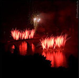 Heidelberger Schlossbeleuchtung Bei der Heidelberger Schlossbeleuchtung wurden die Feuertöpfe aus dem Wasser geschossen. Der außergewöhnliche Effekt begeistert immer wieder aufs Neue.