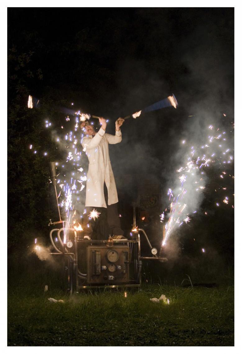 Crazy Prof. Dr. F. Steampunk Feuershow eines feuerbegeisterten Professoren!