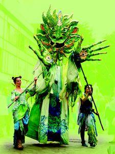 PAN Majestätischer Natur- und Waldgeist. Spannung und Staunen hervorrufende Riesenfigur. 3 Spieler erwecken ihn zu Aufsehen erregenden Tanzeinlagen und Erkundungsgängen. (Höhe 3,70 meter)
