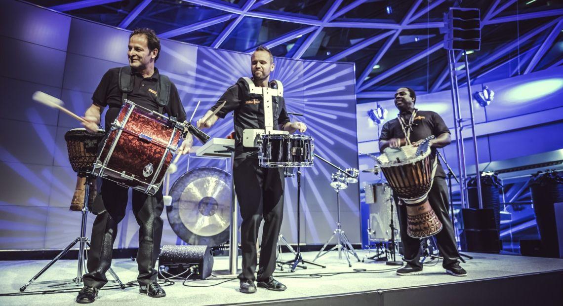 Dinner Drumming in der BMW Welt München das Team von SynergyBeats