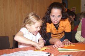 Die Freude am Tun steht im Vordergrund. Unsere Betreuer sind aktiv am Kind.