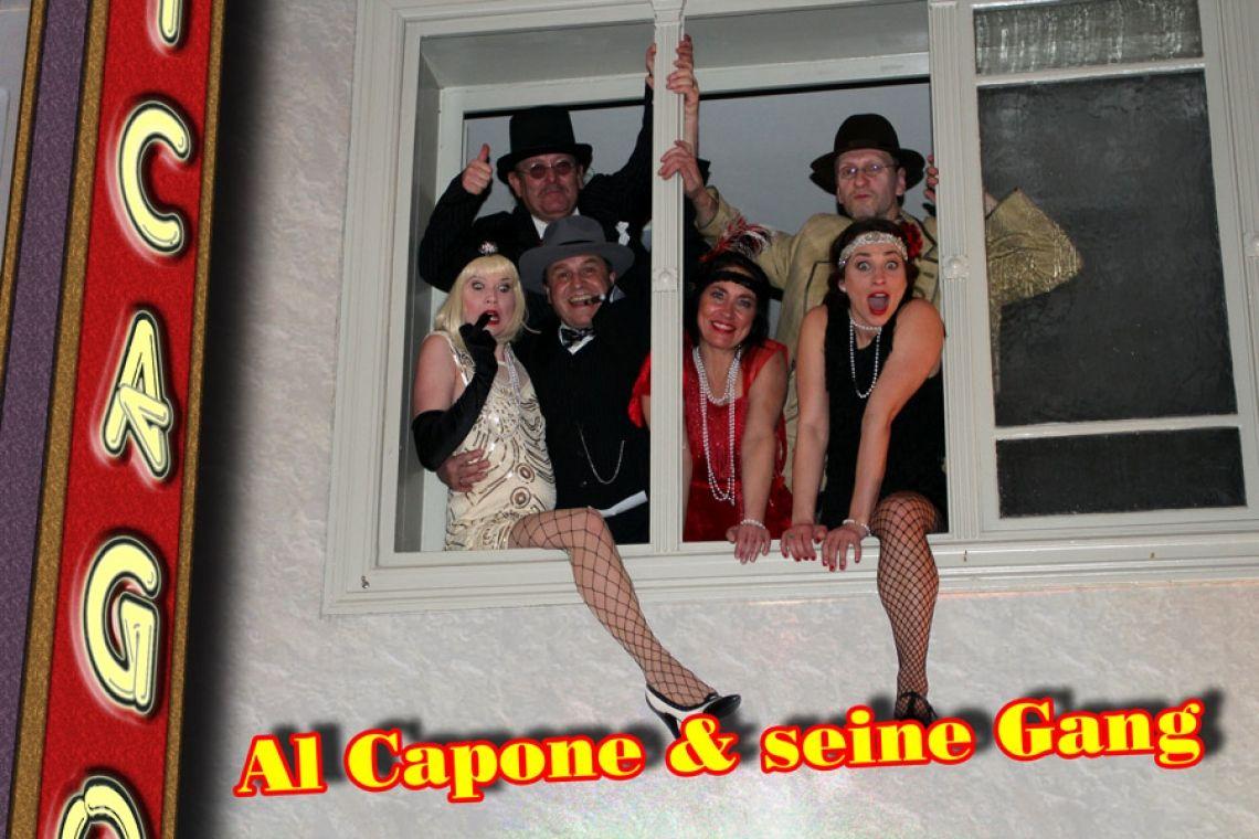 Kein Sturz aus dem Fenster - nur ein Sturz ins Vergnügen Das gesamte Capone-Team engagiert sich mit vollem Einsatz, um den Gästen einen unvergesslichen Abend zu bereiten.
