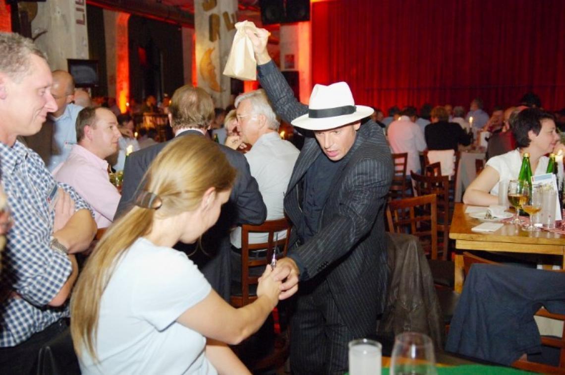 Zaubereri und Magie als Show oder Close-Up Wir bieten Ihnen diverse Shows und Konzepte für 20er Jahre Veranstaltungen   und Events. Ob Charleston-Party, Western-Event oder Jubiläumsfeier - Unsere Shows und Aktionen sind immer High Class!