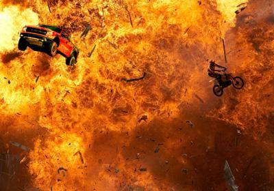Feuerstunts Von der Idee, Realisierung und Beratung von Stuntszenen, Ausführung von Auto-, Motorrad-, Fahrrad-, Body- und Feuer-Stunts bis hin zu Glas-, Kletter-, und Abseil-Stuntarbeiten reicht unsere Action-Range.
