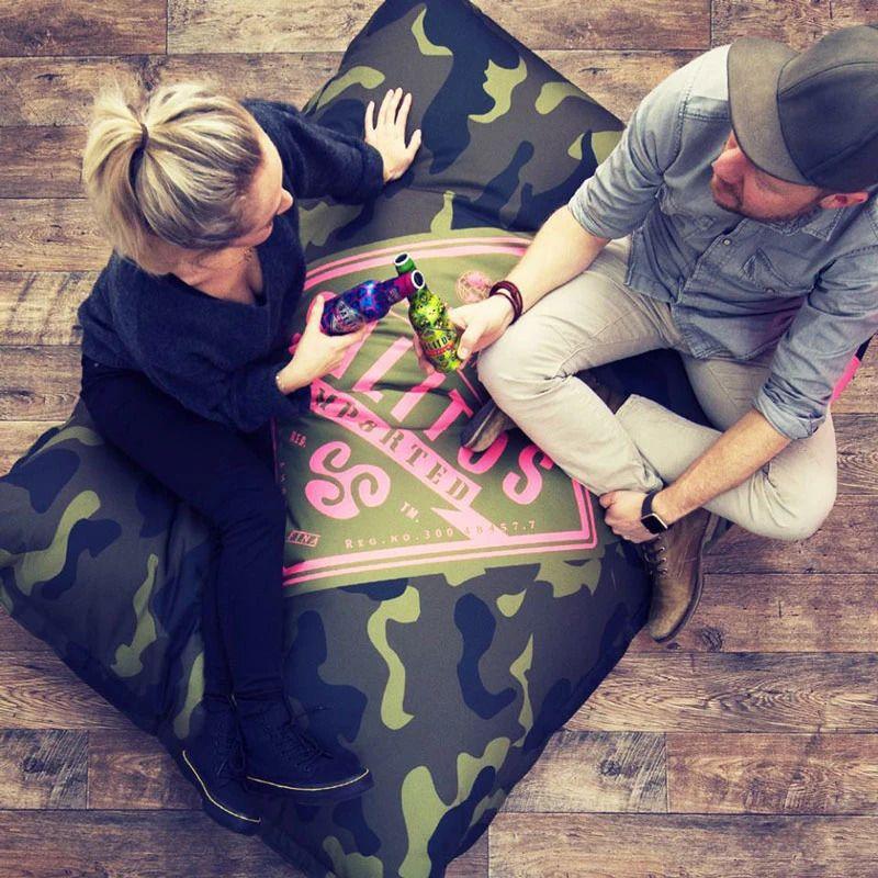 Gemeinsam chill´n Der Lounger bietet ausreichend Platz für deine Gäste - und deine Marke!
