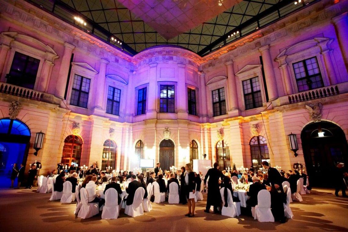 Galaabend für einen Firmenkunden Die richtige Location und das Konzept ergibt sich von selbst. Was soll man sagen ... einfach schön oder?