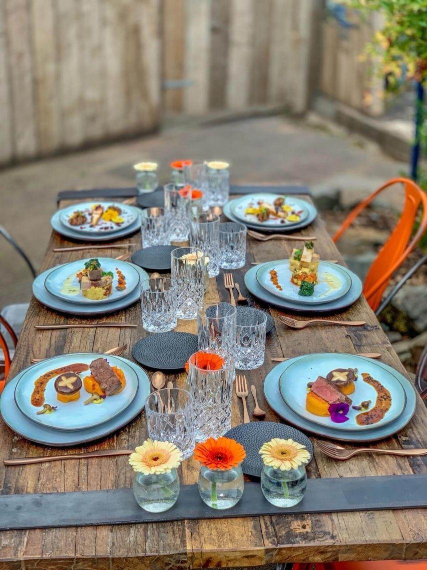 Mustertisch im Vintage-Style Wir haben nicht nur Tische und Stuehle ... Table Top zum geniessen made by eventura - Die Veranstaltungsprofis! Hier unser Dinningtisch Industrial in Kombination mit dem Stuhl Industrial Multicolour.