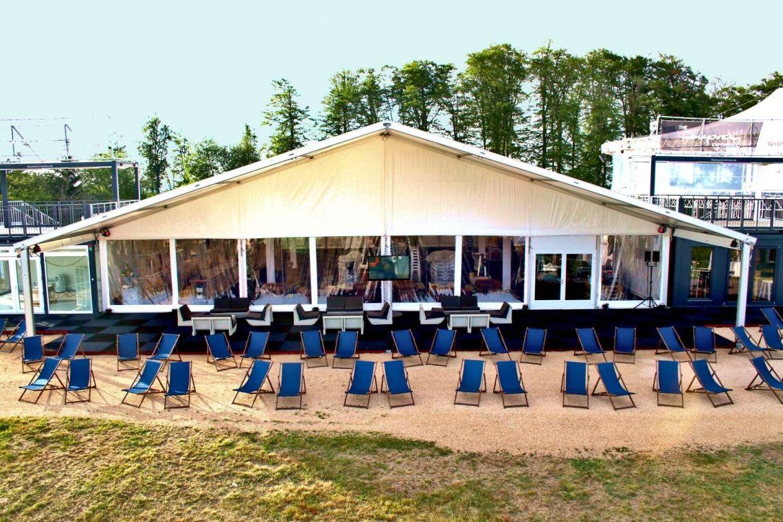 Großzelt made by eventura - Die Veranstaltungsprofis Kundenevent im Rahmen des 24h Rennens am Nuerburgring. In unseren Sonnenliegen konnte unser Kunde ganz relaxed das Rennen anschauen.