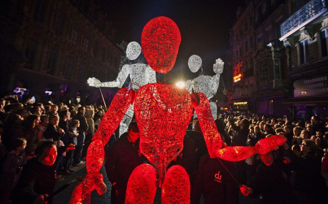 Die DUNDU-Giganten - Walk-Act Parade mit Licht und noch nie dagelewesener Interaktion Interaktive musikalische Lichtbespielung der Strassen Lyons .Fêtes de Lumieres 2014 /2019