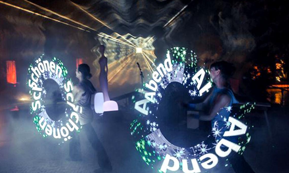 LED-Lichtshow - Wir binden individuelle Logos, Schriftzüge und Key Visuals nach Vorgabe in unsere LED-Show ein.