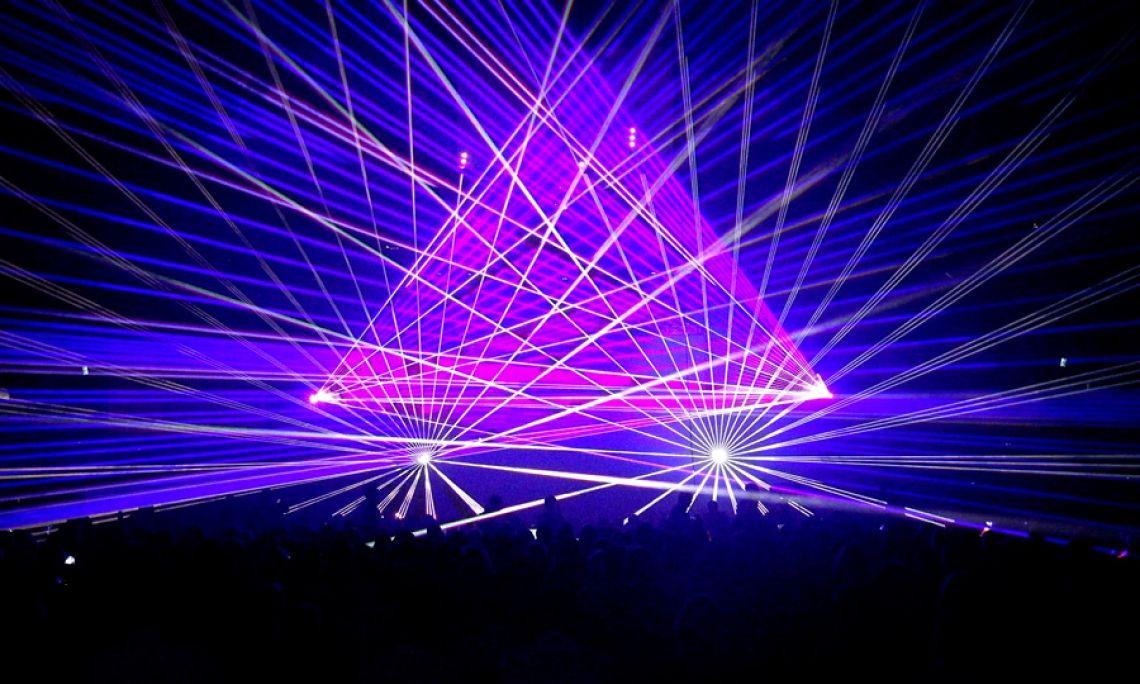 Lasershow - Für 3.000 Gäste setzte SPiCE Show Production eine Lasershow in der Halle Münsterland um.