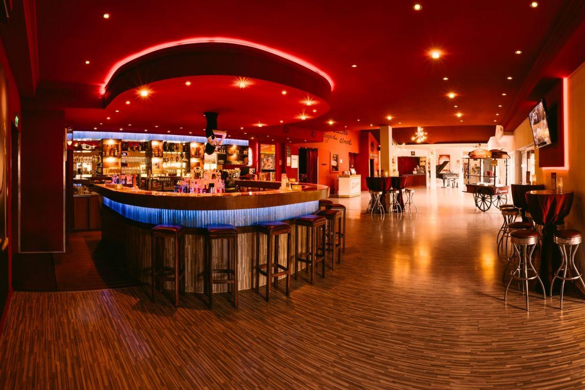 Das Foyer mit Bar