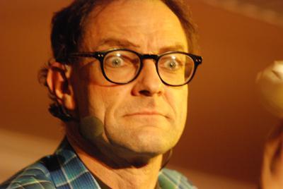 Der typisch britische, schwarze Humor Das magische Abendprogramm von Andy Clapp umfasst 90 Minuten, kann aber auch auszugsweise gespielt werden.