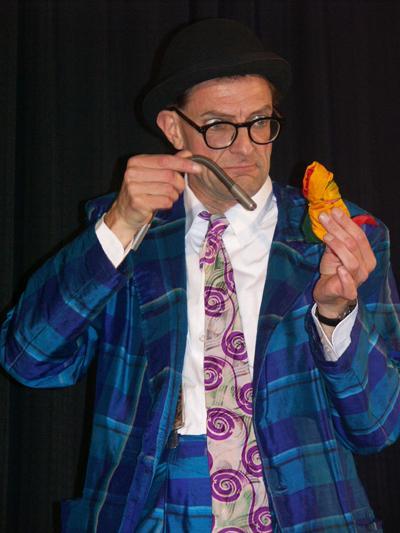 Comedy für Klein und Groß Das Kinderprogramm von Andy Clapp eignet sich bereits für Kinder ab 4 Jahren. Außerdem bietet der Künstler ein spezielles Programm für Kinder von 6-12 Jahren sowie Familien an.