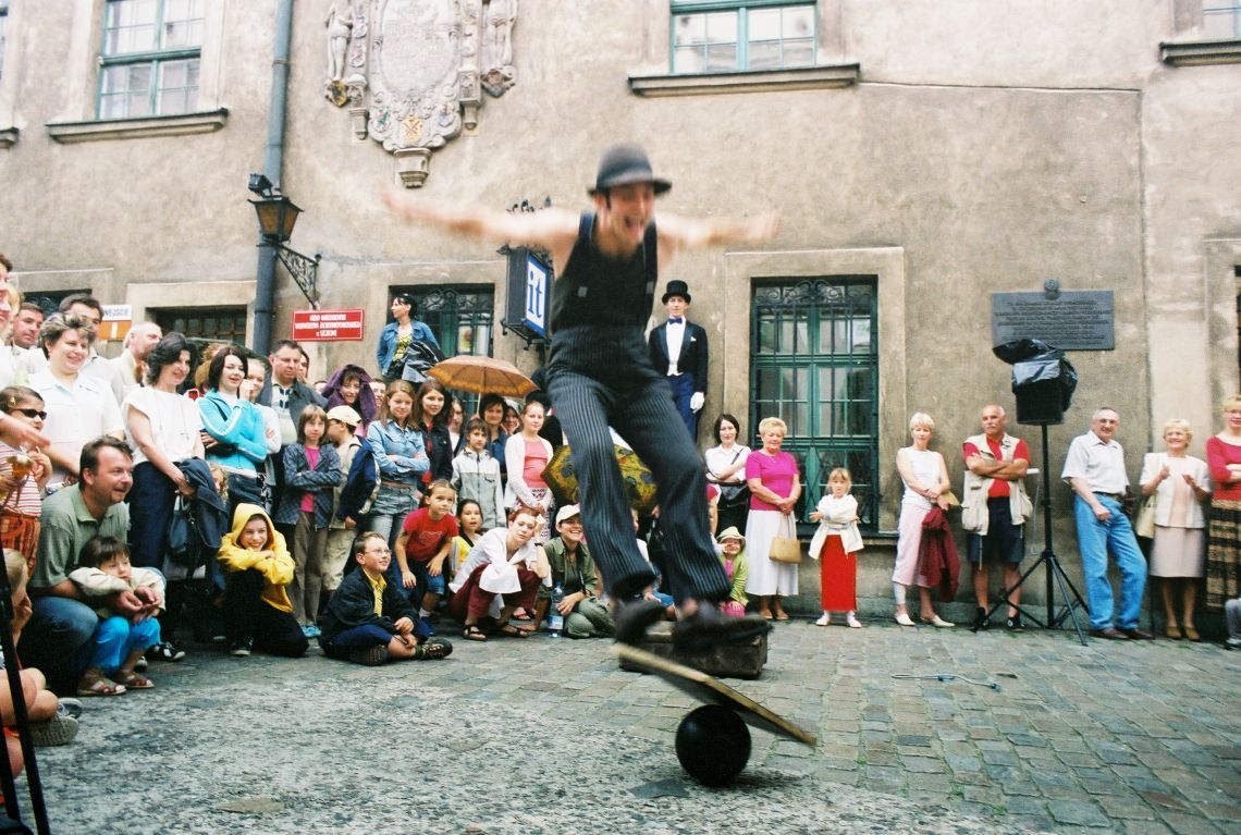 minimal circus 1 Straßenshow, ca 30 min