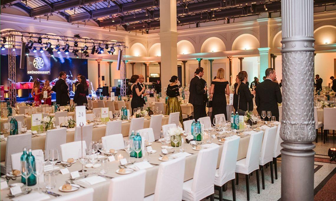 LPS Event Catering für Gründergeist-Ball in Berlin Hier feierte das Who is Who der digitalen Start-ups in den historischen Räumlichkeiten des kaiserlichen Haupttelegraphenamtes eine großartige Partynacht.
